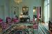 В центре гостиной – столик, созданный французским скульптором Клодом Лаланном в конце 1950-х