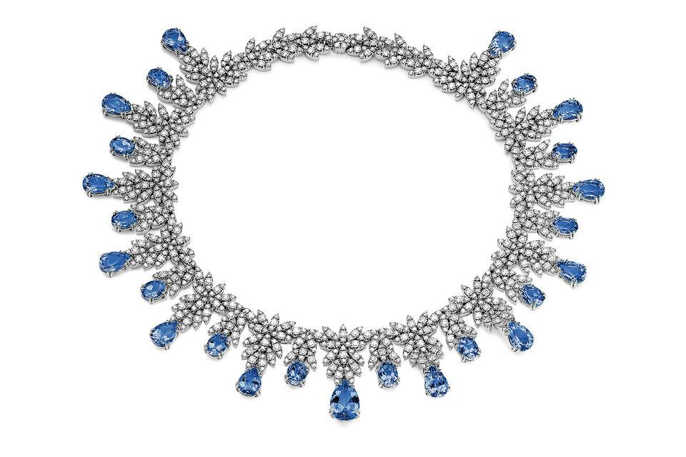 Колье из коллекции Ghirlanda с бриллиантами и танзанитами