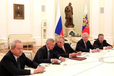 Решения о замене пятерых руководителей регионов из тех, у кого заканчивается срок, принимались в Кремле после детального изучения ситуации на местах