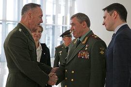Председатель Комитета начальников штабов ВС США генерал Джозеф Данфорд (слева) и начальник Генерального штаба Вооруженных Сил РФ генерал армии Валерий Герасимов