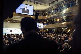 «Мы поддержим Европу сегодня и будем поддерживать в будущем, потому что мы связаны одними благородными идеалами – это свобода, демократия, справедливость и верховенство права», – заявил Пенс (цитата по Reuters)