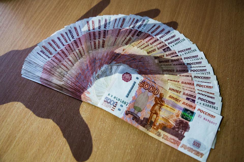 Власти РФ обсуждают возможность ограничения оплаты наличными