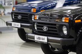 В Китае уже появилась реклама трехдверной Lada 4x4 в версии Urban
