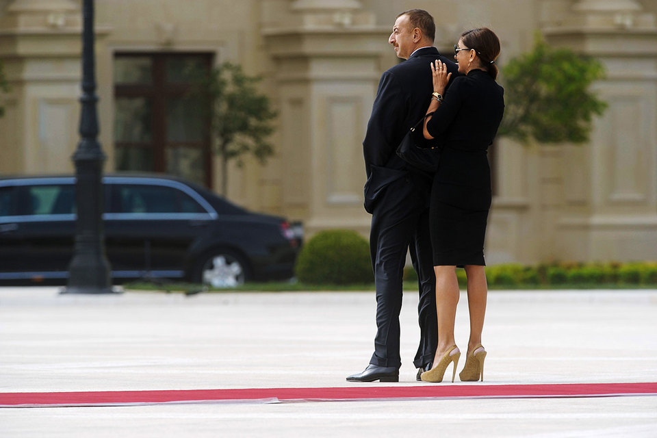Президент Азербайджана Ильхам Алиев во вторник назначил свою жену Мехрибан Алиеву первым вице-президентом страны