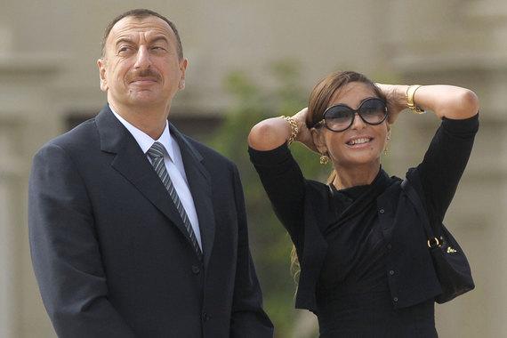 Президент Азербайджана Ильхам Алиев 21 февраля назначил свою жену Мехрибан Алиеву первым вице-президентом. Представляя ее в новом качестве на заседании Совета безопасности Азербайджана, он объяснил это назначение важной ролью, которую его жена «долгие годы играет в общественно-политической, культурной, международной деятельности», сообщает «Интерфакс»