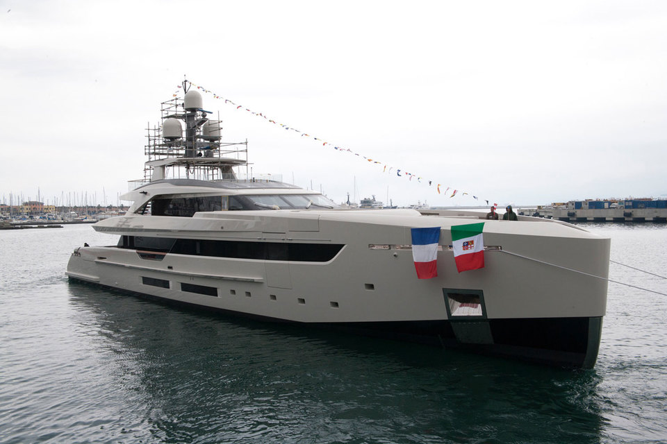 Церемония спуска на воду новой суперъяхты Vertige прошла в Генуе