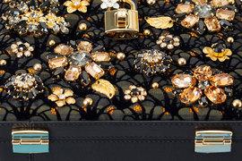 Специально для московских клиентов Dolce & Gabbana создала лимитированную коллекцию сумок