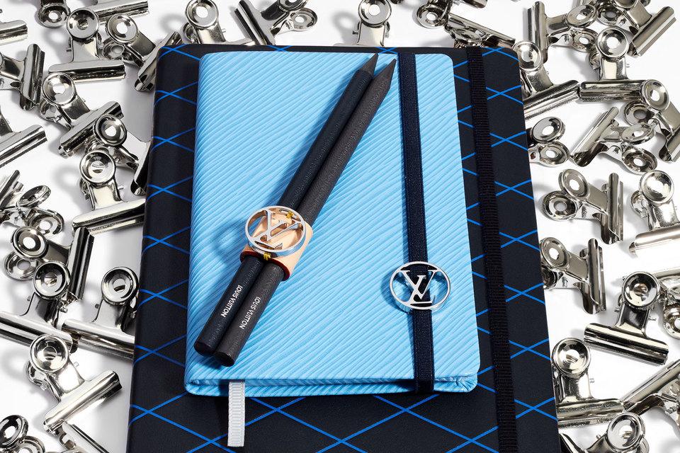 Карандаши и блокноты Louis Vuitton