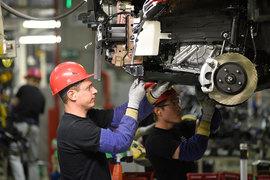 Toyota нарастила выпуск за счет новой модели RAV4