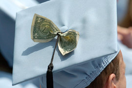 Школы с высоким рейтингом уходят в отрыв, пользуясь ростом числа абитуриентов и привлекательностью в глазах престижных работодателей, неравенство в ресурсах между лидерами рейтингов и остальными школами усиливается