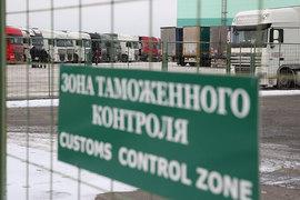 Компания может ввезти товар для последующей переработки и экспорта, не выплачивая таможенные пошлины и НДС. Проблемы компаний связаны с вывозом произведенной в России продукции