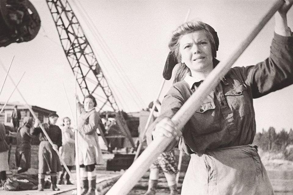 Женщины тянули на себе половину, если не больше, всей советской экономики