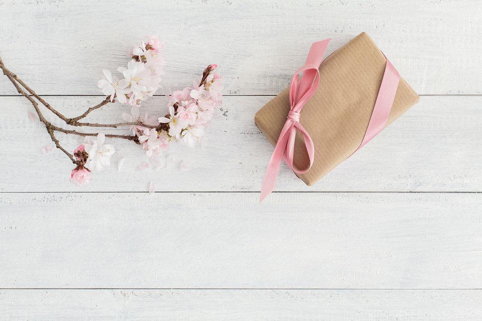 Продажи эмоциональных подарков идут хорошо, но и мода на традиционные подарки, конечно, не иссякает