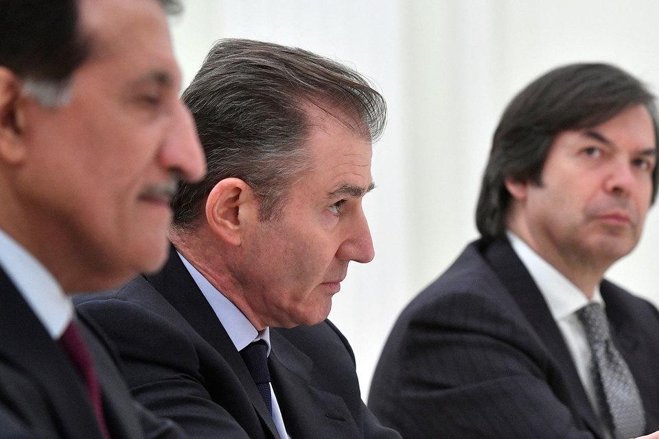 От Glencore в совет директоров может войти гендиректор Glencore Айван Глайзенберг (на фото в центре), пишет Reuters, а также подтверждает собеседник «Ведомостей»