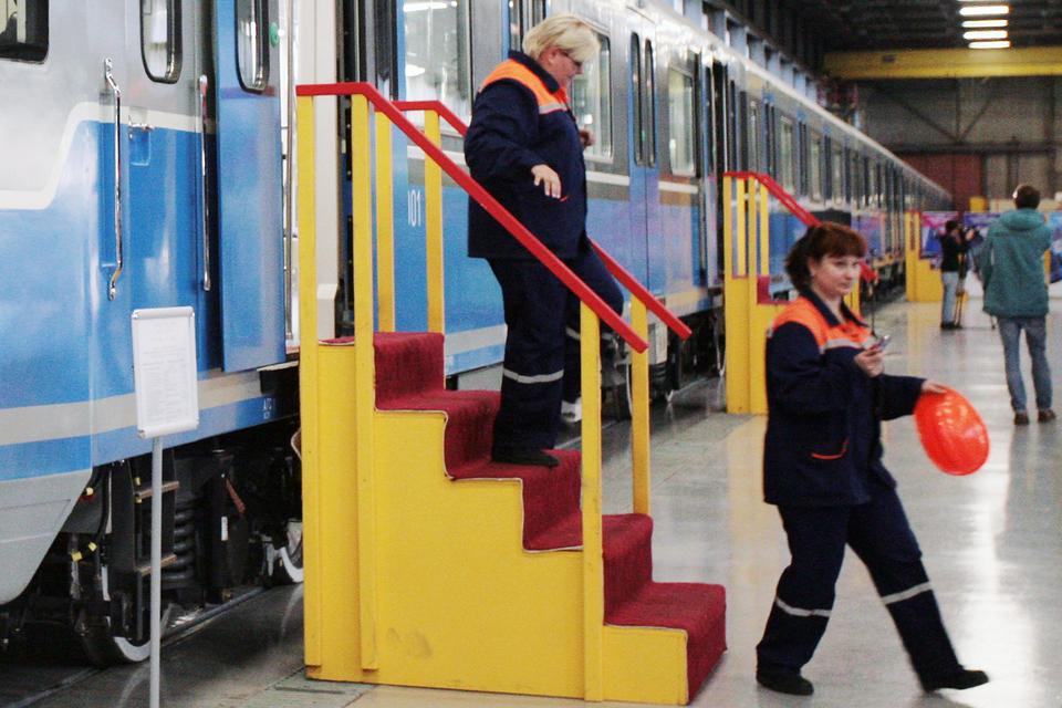 Смольный потратит 3,7 млрд руб. на закупку вагонов для метро