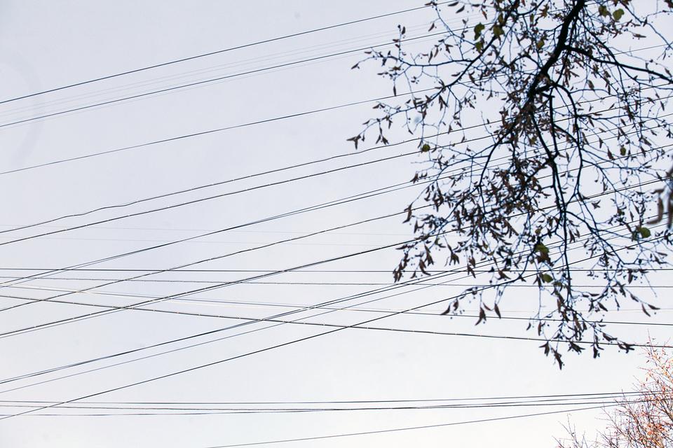 В прошлом году дело дошло до принудительного демонтажа кабелей с нескольких десятков московских домов