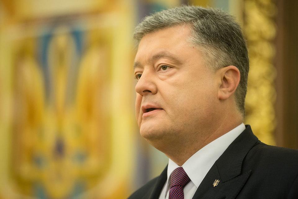 СНБО во главе с президентом Петром Порошенко в среду решил запретить железнодорожное и автомобильное сообщение с самопровозглашенными ДНР и ЛНР