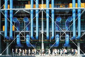 Знаменитые цветные трубы заднего фасада Центра Помпиду