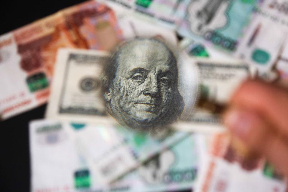 Эксперты рекомендуют тем, кто планирует зарубежный отдых, закупить валюту для этой цели уже сейчас, не откладывать в долгий ящик