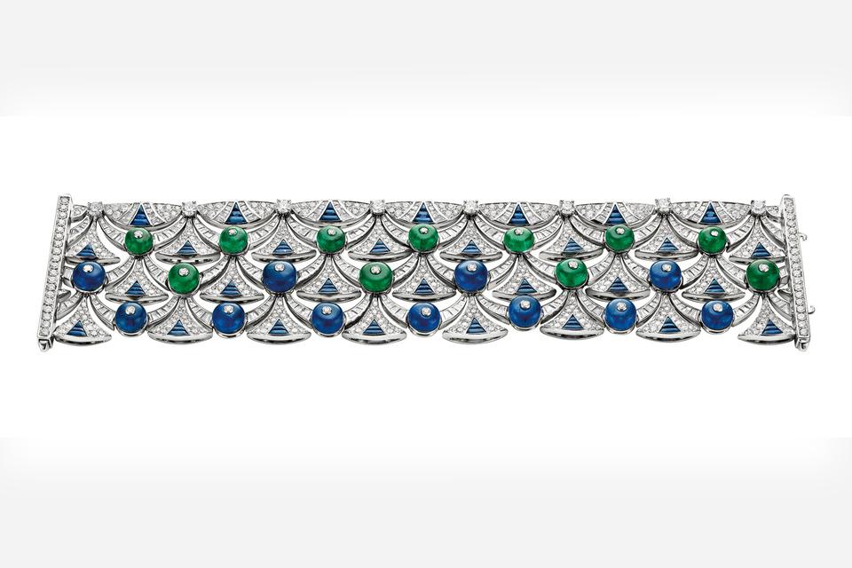 Браслет-манжета из коллекции Diva's Dream: главный мотив треугольного «веера» на нем был вдохновлен узором именно этих мозаик Терм Каракаллы