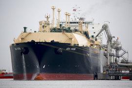 Азиатский танкер у СПГ-терминала в Техасе