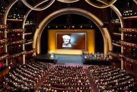 В 2016 г. награждение лауреатов Rolex Awards for Enterprise состоялось в Лос-Анджелесе, в театре Dolby Theatre – том самом, где вручаются премии Американской киноакадемии Oscar