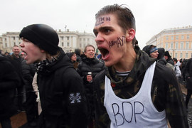 Участники акции собрались около 14.00 на Марсовом поле и после проведения там акции двинулись в сторону Дворцовой площади