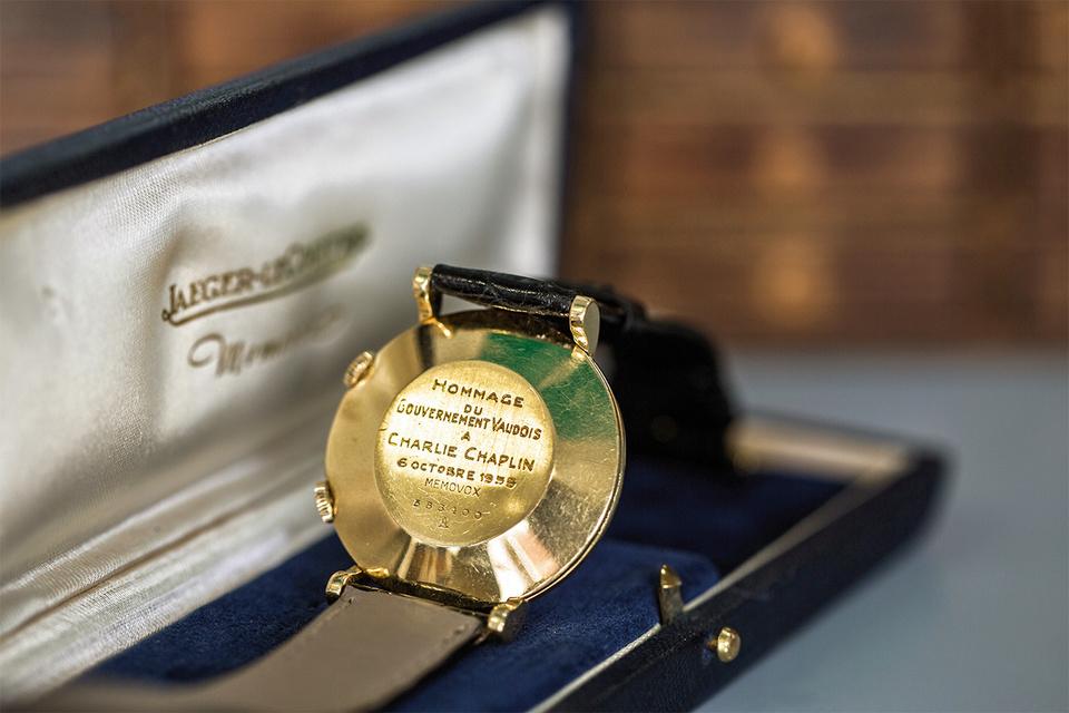 Подарок кантона Bo - наручные часы Jaeger-LeCoultre Memovox
