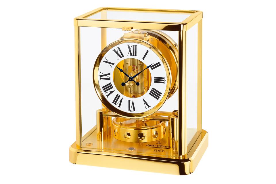Настольные часы Jaeger-LeCoultre Atmos украшают гостиную дома