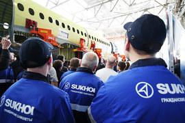Ближнемагистральные самолеты SSJ100 производит входящая в ОАК компания «Гражданские самолеты Сухого»