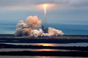 Falcon 9 с опробованными ранее в полете девятью жидкостными двигателями должна вывести на околоземную орбиту европейский коммерческий спутник