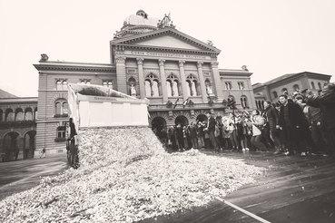 Акция в поддержку введения безусловного базового дохода в Берне, 4 октября 2013 г.