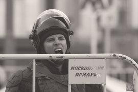 В понедельник Федотов посетил пострадавшего сотрудника полиции и осудил несанкционированные акции оппозиции
