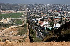 Строительство стены на границе США с Мексикой откладывается, конгрессмены не хотят отдавать на эти цели $1,5 млрд.