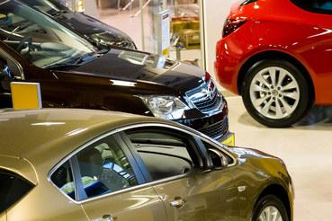 Продажи автомобилей в Петербурге в феврале упали на 1%