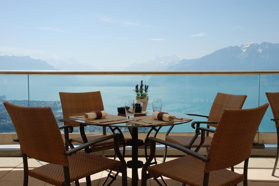 Терраса ресторана Le Patio с видом на Женевское озеро