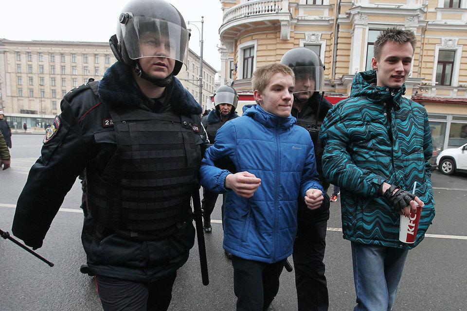 Кремль принял решение предостерегать школьников отучастия вмитингах