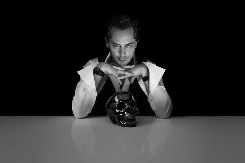 Смерть — главный вдохновитель Килиана Хеннесси