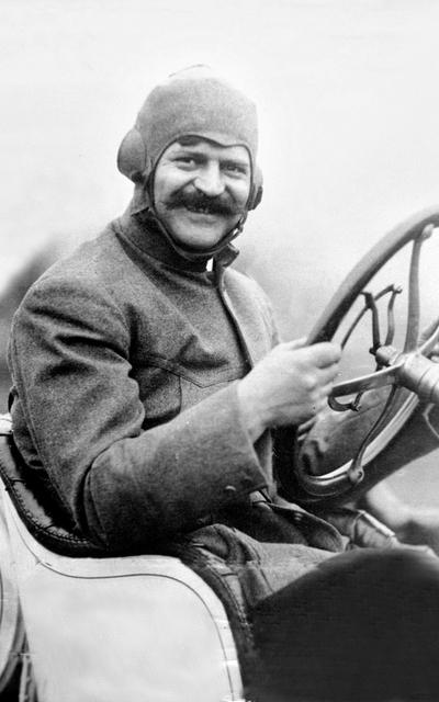 Луи Шевроле за рулем авто