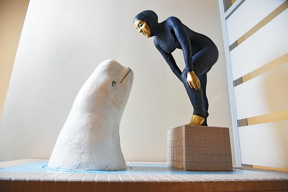 Офис SmartArt украшают скульптуры Александра Повзнера, одного из 9 художников изпортфолио бренда