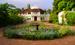 Велнес-клиника Kalari Kovilakom Aurvedic Palace – настоящий индийский дворец, где за две недели с помощью йоги, медитации, аюрведического массажа и лечения травами при соблюдении жесточайшей вегетарианской диеты постояльцев избавляют не только от влияния стрессов, но и лишнего веса