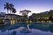 Chiva-Som в Хуахине (Таиланд) за последние 10 лет не раз входил в рейтинги лучших спа-курортов мира. Детокс-программами здесь занимаются уже 15 лет. Помимо диет и процедур, гостей ждут обязательные занятия фитнесом. А все, что попадает на стол в ресторане отеля, выращено в местном саду