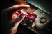 Процесс создания безеля из сапфиров огранки бриолетт для часов Grapolli