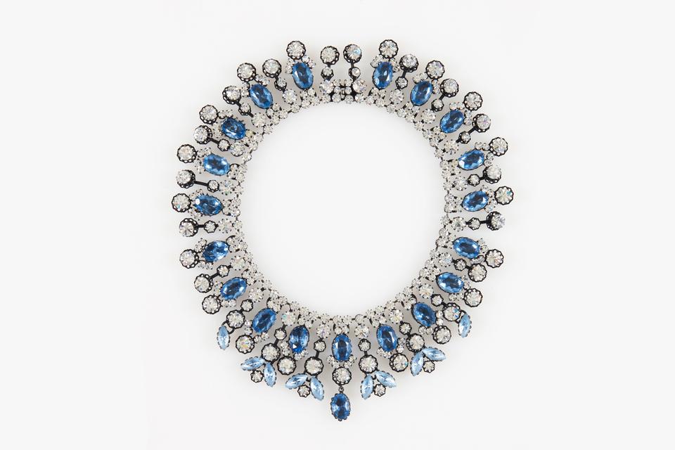 Колье из металла и горного хрусталя. Christian Dior, 1960. Эстимейт ‒ €350-550