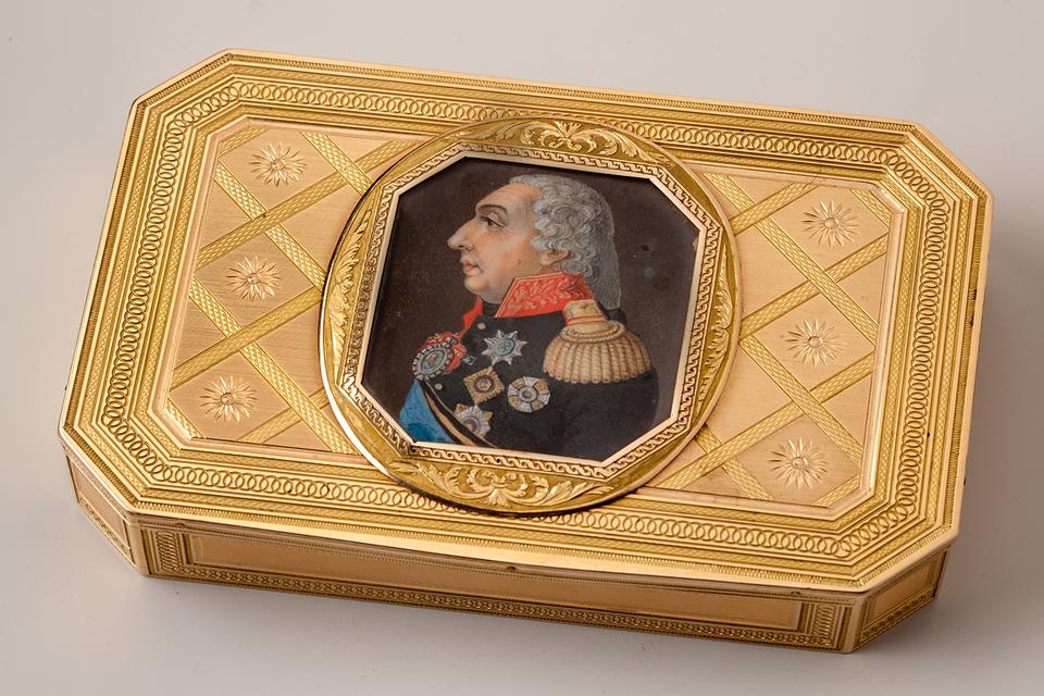 Табакерка с портретом М.И.Кутузова. Фирма «Кейбель»