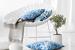 Декоративные подушки оживят интерьер в белых тонах