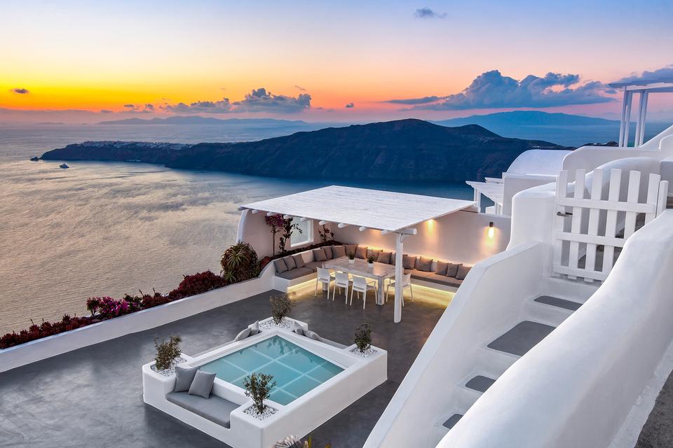 Закаты на Санторини вдохновили Неллию Тогас сделать остров своим домом