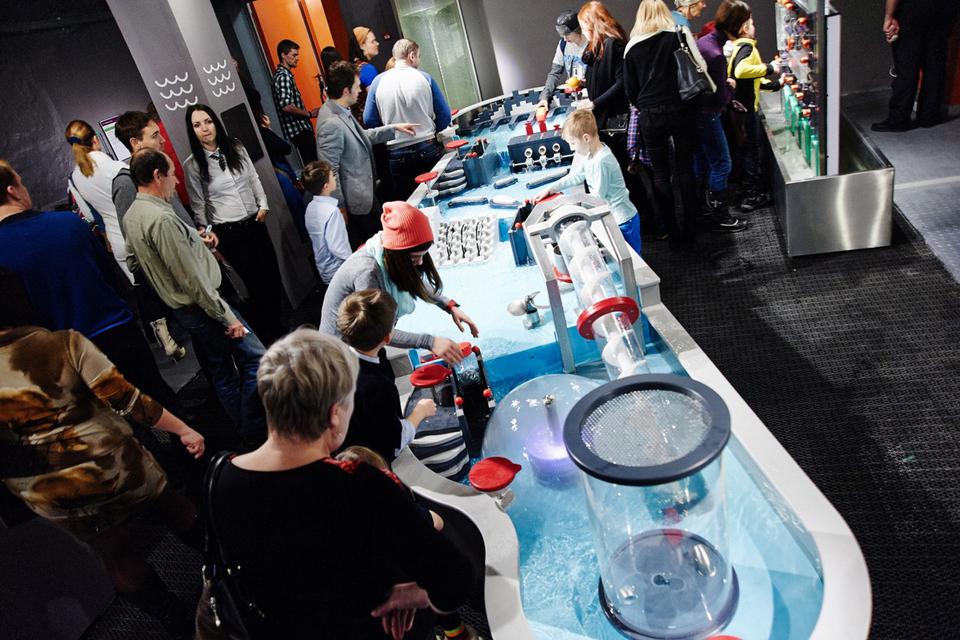 В тематических залах «Экспериментаниума» собрано более 300 экспонатов