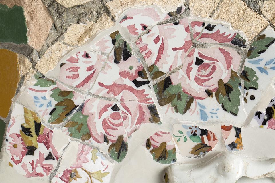 Антонио Гауди Фрагмент керамичекой мозаики из Парка Гуэля 1903 г.