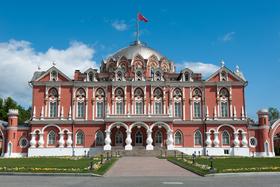 Петровский путевой дворец построен в XVIII веке